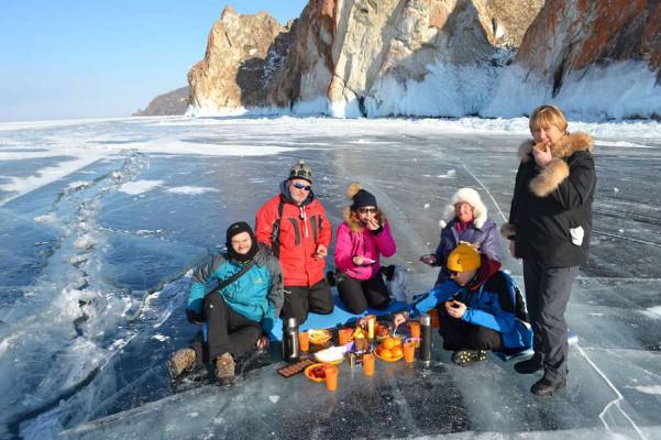 Фотогалерея: Ледяные просторы Байкала 2018г.